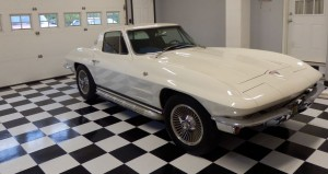 Checkered Flag Floor with Classic Corvette